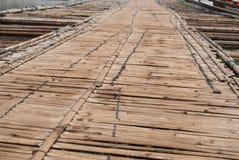 Γέφυρα μπαμπού πέρα από τον ποταμό στο kanchanaburi Prov Sangkhlaburi Στοκ Εικόνες