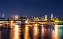 Γέφυρα Μπανγκόκ Ταϊλάνδη Phra Phuttha Yodfa τοπίων νύχτας Στοκ Εικόνες