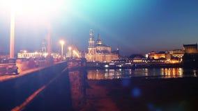 Γέφυρα νύχτας της Πράγας timelapse με τα φω'τα πόλεων στην ιστορική γέφυρα Δημοκρατίας της Τσεχίας απόθεμα βίντεο