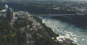 Γέφυρα ουράνιων τόξων του Καναδά καταρρακτών του Νιαγάρα στοκ εικόνες