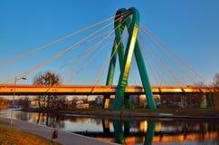 Γέφυρα πέρα από έναν ποταμό Στοκ Εικόνες