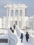 Γέφυρα πέρα από την αίθουσα παγοδρομίας πάγου στη Μόσχα Στοκ φωτογραφία με δικαίωμα ελεύθερης χρήσης