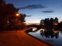 Γέφυρα πέρα από την όχθη της λίμνης Στοκ Εικόνα