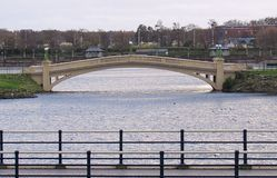 Γέφυρα πέρα από τη θαλάσσια λίμνη southport Μέρσευσαϊντ Στοκ Φωτογραφία