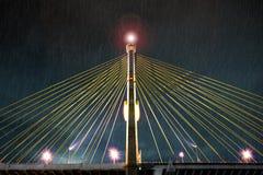 γέφυρα πέρα από τη θύελλα Στοκ εικόνες με δικαίωμα ελεύθερης χρήσης