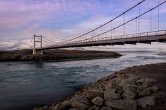 Γέφυρα πέρα από τη λιμνοθάλασσα παγετώνων Jokulsarlon στην Ισλανδία στοκ εικόνες