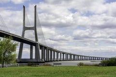 Γέφυρα πέρα από τον ποταμό στη Λισσαβώνα, Πορτογαλία Στοκ Εικόνες