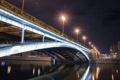 Γέφυρα πέρα από τον ποταμό Στοκ Εικόνες