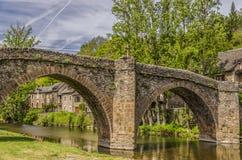 Γέφυρα πέρα από τον ποταμό Aveyron σε Belcastel στοκ φωτογραφία με δικαίωμα ελεύθερης χρήσης