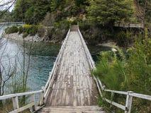 Γέφυρα πέρα από τον ποταμό Correntoso Bariloche Αργεντινή Στοκ Εικόνα