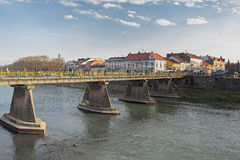Γέφυρα πέρα από τον ποταμό Uzh σε Uzhhorod, Ουκρανία Στοκ φωτογραφίες με δικαίωμα ελεύθερης χρήσης