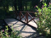 γέφυρα πέρα από το ρεύμα Στοκ Φωτογραφίες