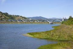 γέφυρα παραλιών που διασχίζει το χρυσό Στοκ Φωτογραφίες