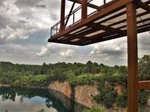 Γέφυρα παρατήρησης στο πάρκο λατομείων στο Γουίνστον-Σάλεμ στοκ φωτογραφία