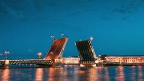 Γέφυρα παλατιών στην Αγία Πετρούπολη, Ρωσία απόθεμα βίντεο