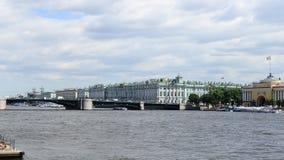 Γέφυρα παλατιών (Dvortsoviy πιό πολύ) γέφυρα okhtinsky Πετρούπολη Ρωσία Άγιος απόθεμα βίντεο