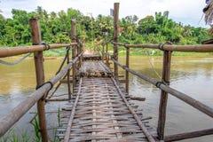 Γέφυρα ποδιών μπαμπού σε Luang Prabang Λάος Στοκ Εικόνες