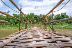 Γέφυρα ποδιών μπαμπού σε Luang Prabang Λάος Στοκ εικόνες με δικαίωμα ελεύθερης χρήσης