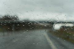 Γέφυρα που βλέπει μέσω της βροχής Στοκ εικόνες με δικαίωμα ελεύθερης χρήσης