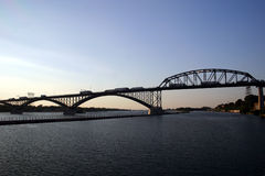 γέφυρα που διασχίζει την &e Στοκ φωτογραφία με δικαίωμα ελεύθερης χρήσης