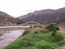 Γέφυρα που διασχίζει τον ποταμό στοκ εικόνες με δικαίωμα ελεύθερης χρήσης
