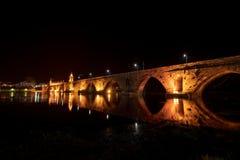 Γέφυρα που διασχίζει το Ρίο Λίμα τη νύχτα Στοκ εικόνες με δικαίωμα ελεύθερης χρήσης
