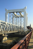 γέφυρα που διασχίζει το &s Στοκ εικόνα με δικαίωμα ελεύθερης χρήσης
