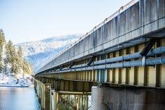 Γέφυρα που διασχίζει τη λίμνη Couer d Alene Στοκ φωτογραφίες με δικαίωμα ελεύθερης χρήσης