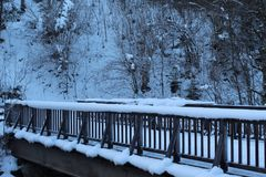 Γέφυρα που καλύπτεται στο χιόνι Στοκ εικόνα με δικαίωμα ελεύθερης χρήσης