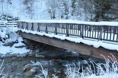 Γέφυρα που καλύπτεται στο χιόνι Στοκ φωτογραφία με δικαίωμα ελεύθερης χρήσης