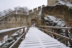 Γέφυρα που καλύπτεται με το χιόνι στο φρούριο Στοκ φωτογραφία με δικαίωμα ελεύθερης χρήσης