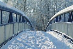 Γέφυρα που καλύπτεται με το χιόνι Στοκ φωτογραφία με δικαίωμα ελεύθερης χρήσης