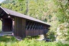 Γέφυρα που καλύπτεται ξύλινη Στοκ Εικόνες