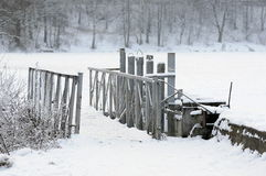Γέφυρα ποδιών στο χειμερινό τοπίο Στοκ εικόνες με δικαίωμα ελεύθερης χρήσης