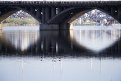 γέφυρα-προκαλούμενη από τον άνθρωπο δομή Στοκ εικόνες με δικαίωμα ελεύθερης χρήσης