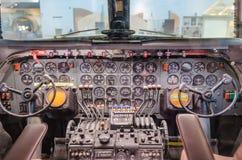 Γέφυρα πτήσης πιλοτηρίων αεροπλάνων αεροσκαφών Στοκ Φωτογραφίες