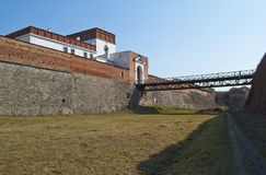 Γέφυρα πυλών εισόδων και το αρχαίο κάστρο Στοκ φωτογραφία με δικαίωμα ελεύθερης χρήσης