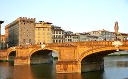 Γέφυρα πόλεων της Φλωρεντίας και άνθρωποι, Ιταλία Στοκ εικόνα με δικαίωμα ελεύθερης χρήσης