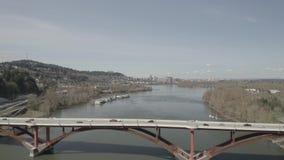 Γέφυρα Πόρτλαντ Όρεγκον Sellwood στον ποταμό Willamette απόθεμα βίντεο