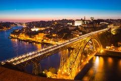 Γέφυρα Πόρτο DOM Luiz στο σούρουπο Στοκ εικόνες με δικαίωμα ελεύθερης χρήσης