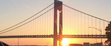 Γέφυρα πόλεων της Νέας Υόρκης στο σούρουπο ή το ηλιοβασίλεμα Στοκ φωτογραφία με δικαίωμα ελεύθερης χρήσης