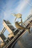 Γέφυρα πύργων και πηγή, Λονδίνο, Αγγλία Στοκ Φωτογραφία