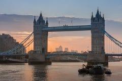 Γέφυρα πύργων στο χρόνο ανατολής, Λονδίνο, Αγγλία Στοκ φωτογραφία με δικαίωμα ελεύθερης χρήσης