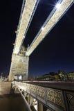 Γέφυρα πύργων του Λονδίνου τή νύχτα Στοκ φωτογραφία με δικαίωμα ελεύθερης χρήσης