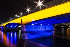 Γέφυρα πύργων του Λονδίνου άποψης νύχτας Στοκ Εικόνα