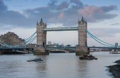 Γέφυρα πύργων το βράδυ, Λονδίνο, Αγγλία Στοκ εικόνα με δικαίωμα ελεύθερης χρήσης