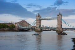 Γέφυρα πύργων το βράδυ, Λονδίνο, Αγγλία Στοκ Εικόνα