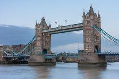 Γέφυρα πύργων το βράδυ, Λονδίνο, Αγγλία Στοκ φωτογραφίες με δικαίωμα ελεύθερης χρήσης