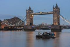 Γέφυρα πύργων το βράδυ, Λονδίνο, Αγγλία Στοκ εικόνες με δικαίωμα ελεύθερης χρήσης