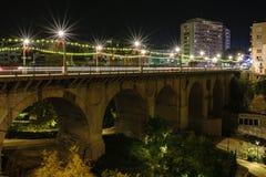 Γέφυρα σε Villajoyosa τη νύχτα, Κόστα Μπλάνκα, Ισπανία Στοκ Εικόνα